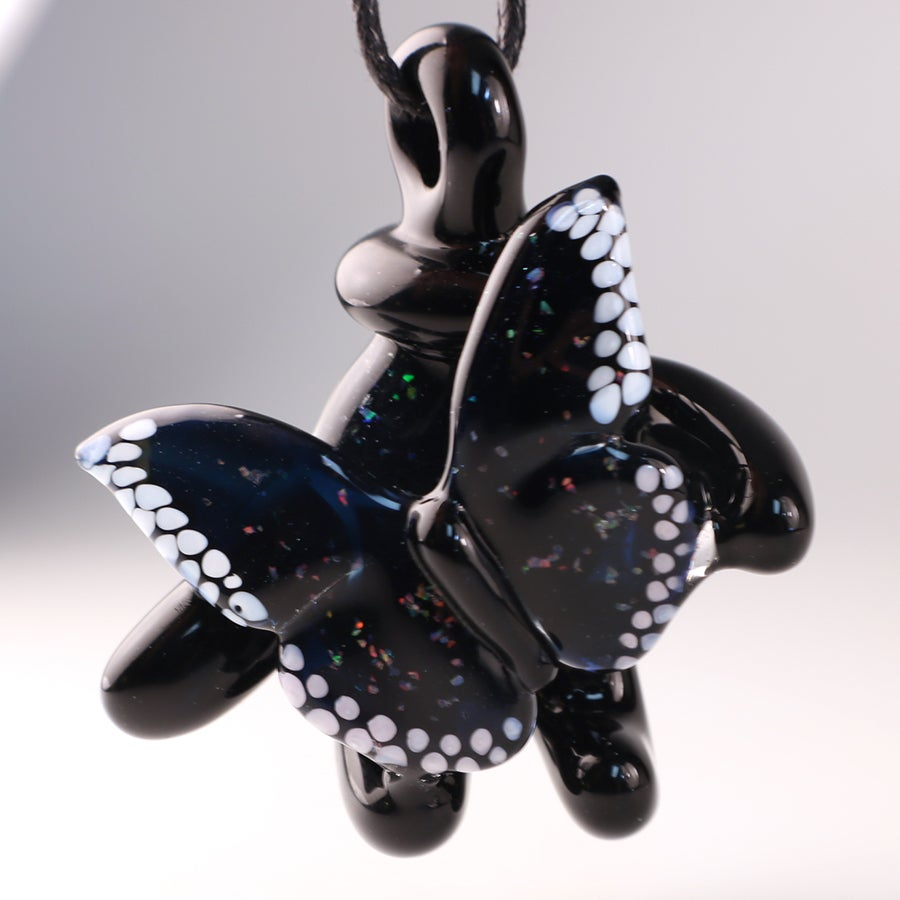 A Butterfly in the Hand (collab pendant with Mr. Dabbinport)