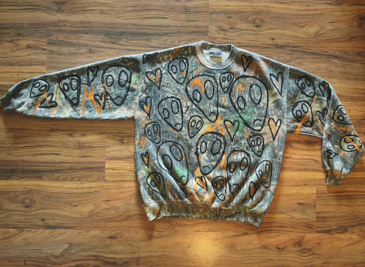 alien invasion - mossy oak vintage camo sweater