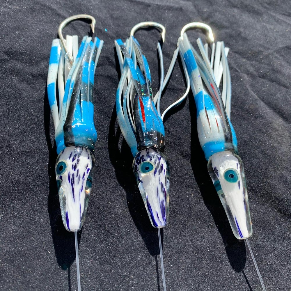 Image of White/Blue Dart