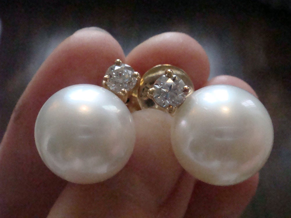 Image of Stunning modern 18ct yellow gold south sea cultured pearl and diamond stud earrings