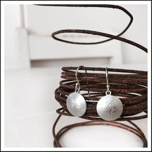 Image of Convex Single Flower earrings
