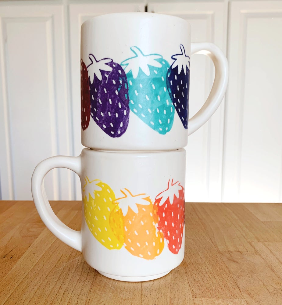 Image of Strawberry Mug 16 oz