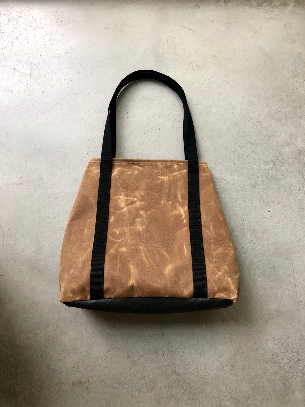 Image of Vegan tote bag in spice waxed canvas with bottom in Piñatex™ office tote bag