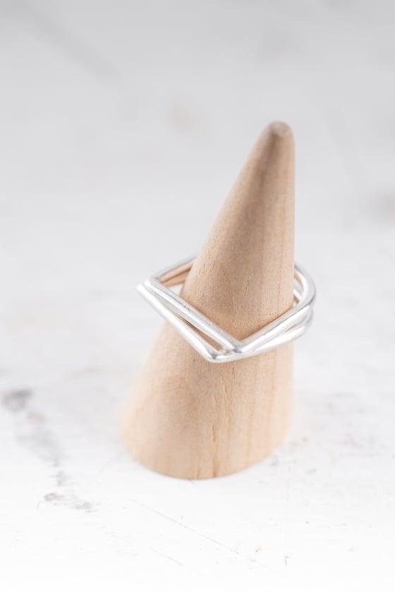 Image of Minimal D ring