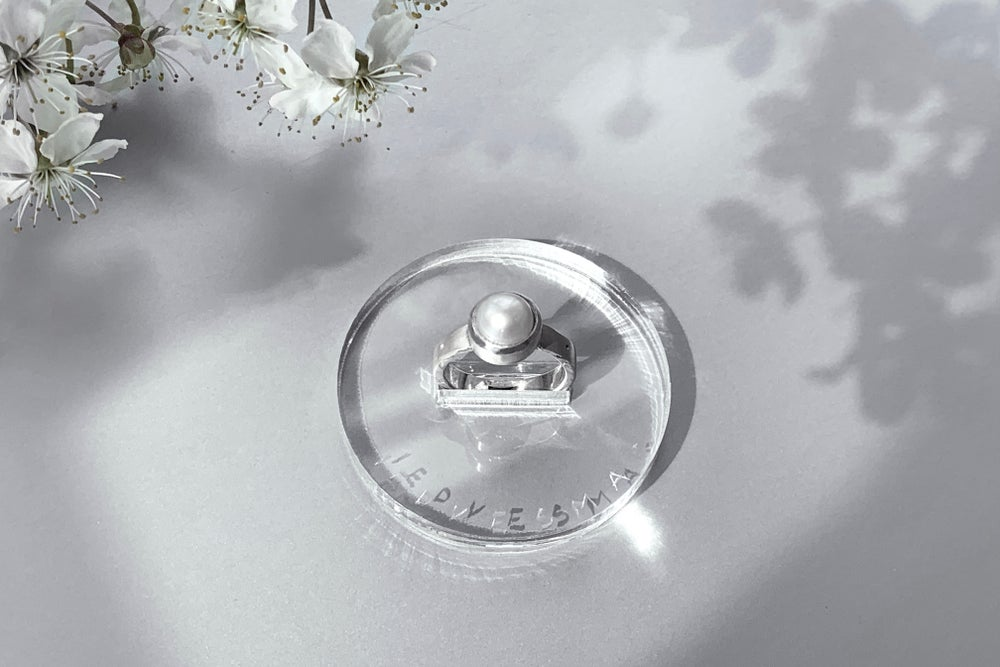 Image of silver ring with pearl DIVINATIO