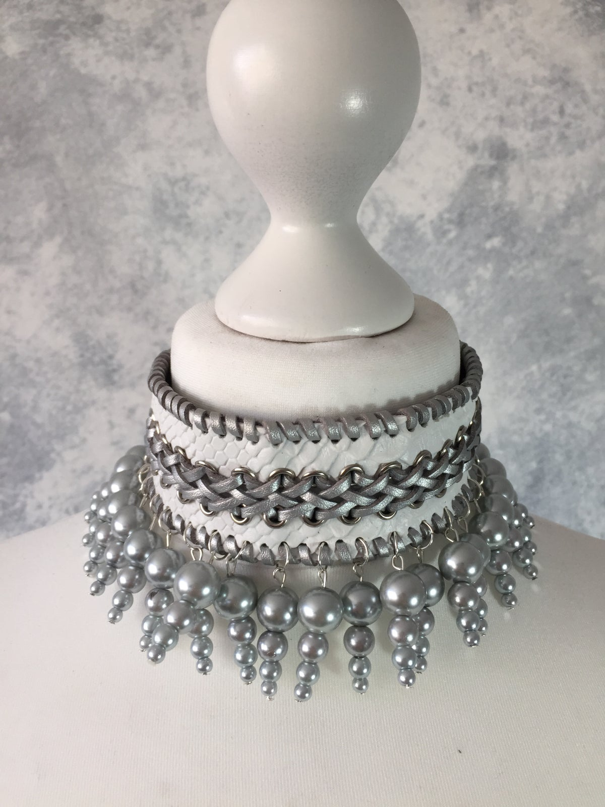 Image of White collar with silver pearls
