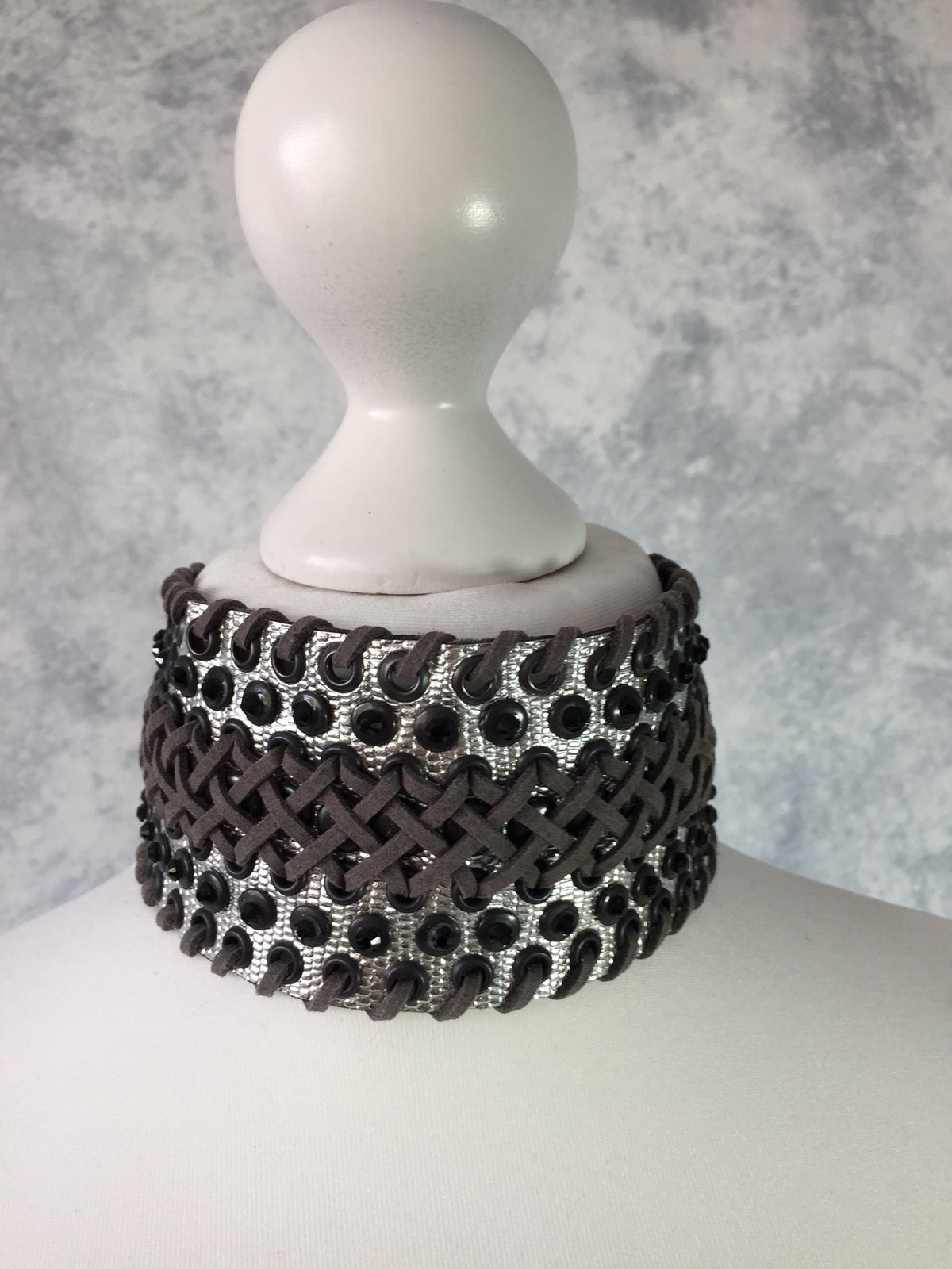 Image of Wide silver & grey collar