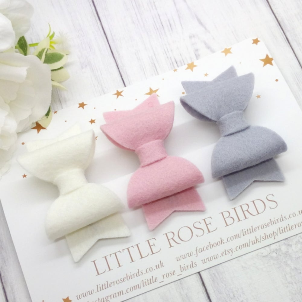 Image of CHOOSE YOUR COLOUR - Sweet Bow - Choice of Headband or Clip