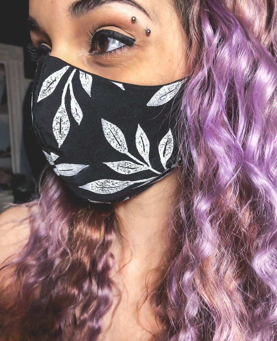 Image of Flowing Leaves Face Mask   Black