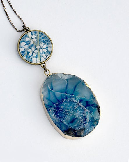 Image of double drop sky blue druzy agate with white daisies