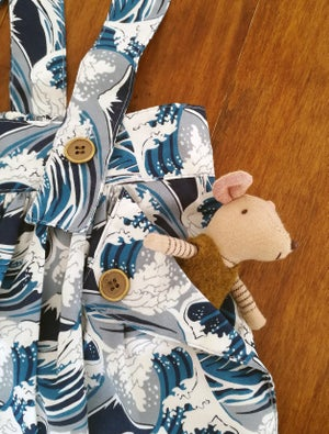 Image of Falda con tirantes olas azul