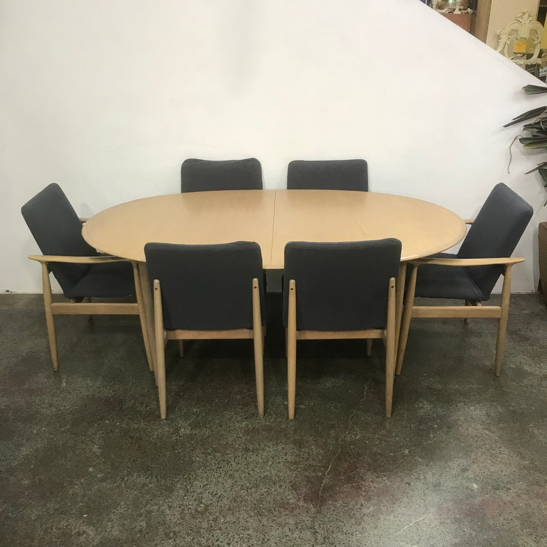 Image of PARKER DOUBLE EXTENSION TABLE & EIGHT CHAIRS