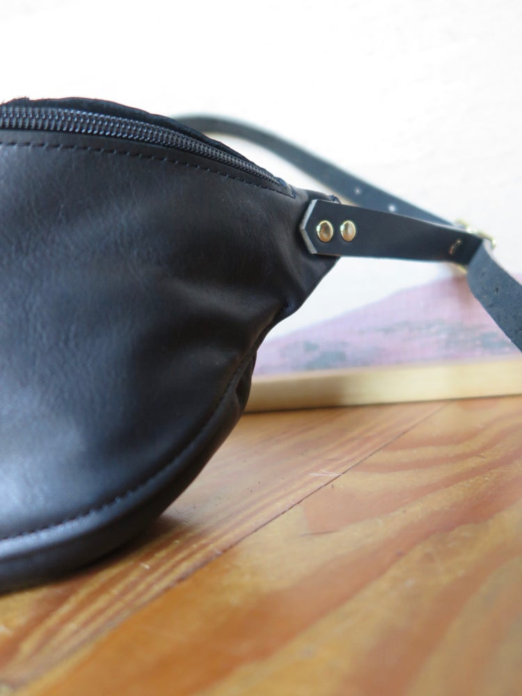Image of matte black fanny