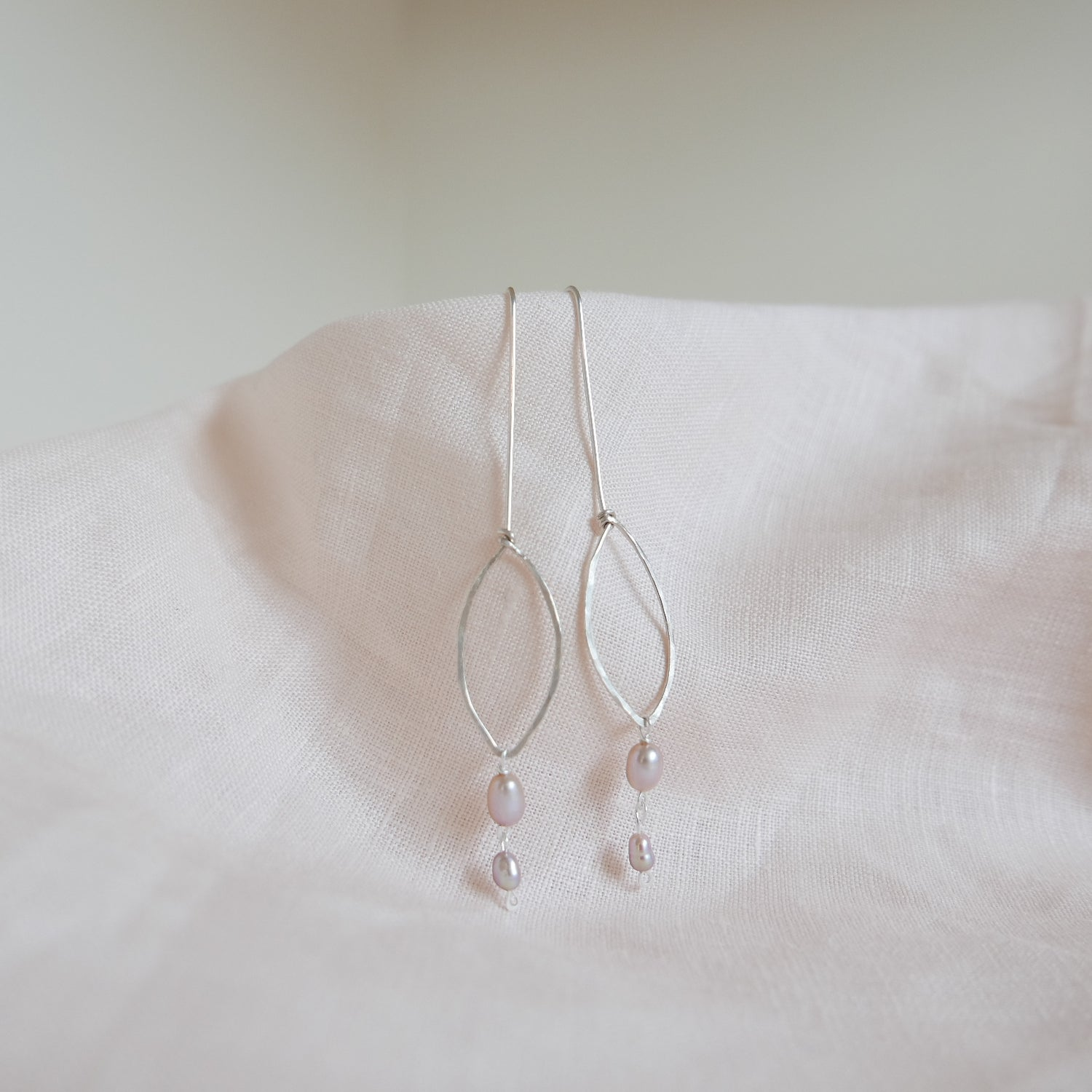 Image of Eclipse Earrings Oval - Freshwater Pearls