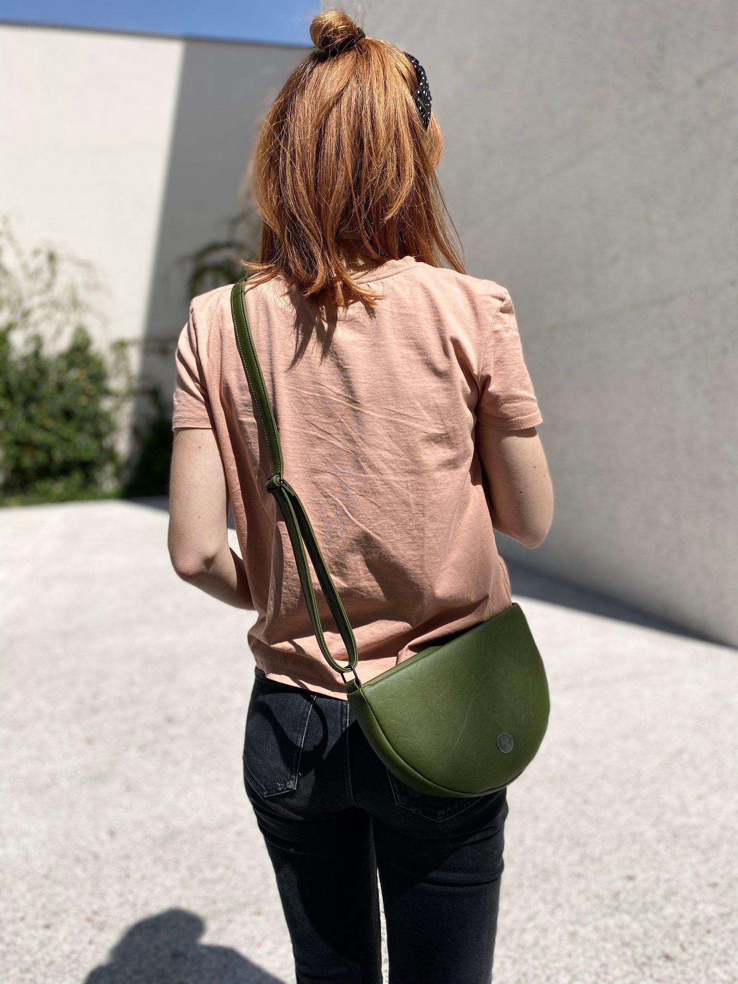 Image of Halfmoon bag olive