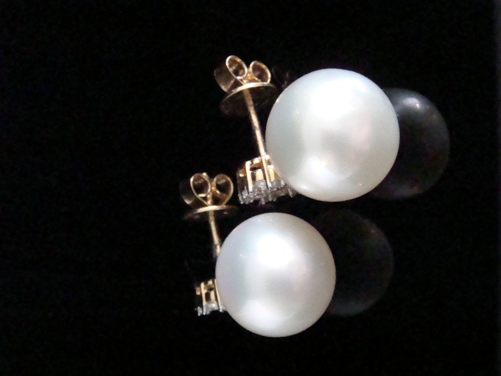 Image of STUNNING 18CT YELLOW GOLD SOUTH SEA CULTURED PEARL DIAMOND 1.10CT STUD EARRINGS