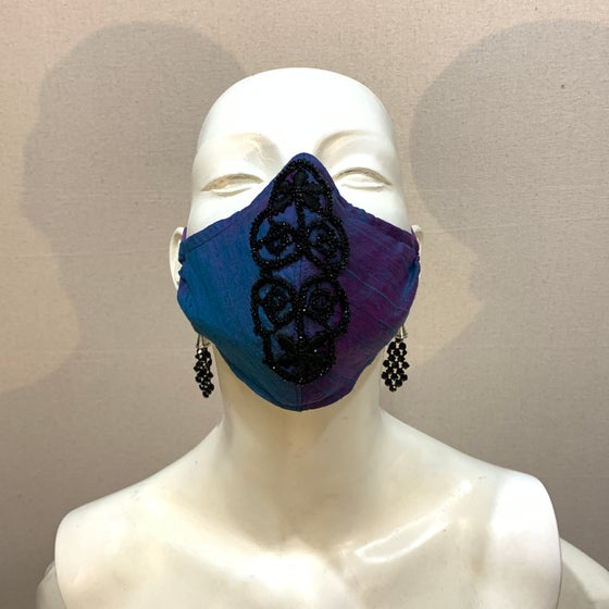 Image of Couture  Mask: Victorian Jet (medium)