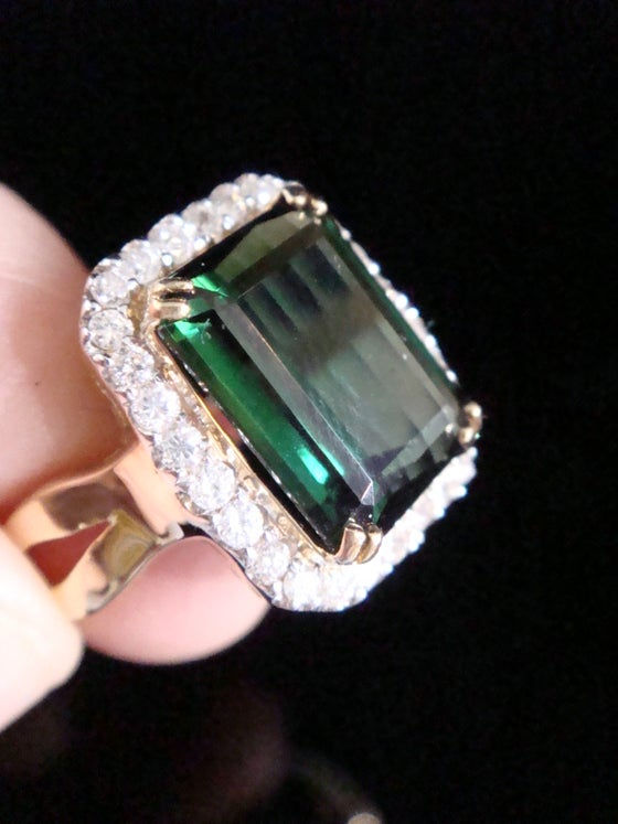 Image of FINE 18CT YELLOW GOLD NATURAL GREEN TOURMALINE 5.38CT & DIAMOND CLUSTER COCKTAIL RING