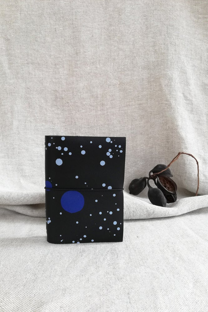 Image of SECOND SKIN - UNIVERSE - pasaporte- notebook