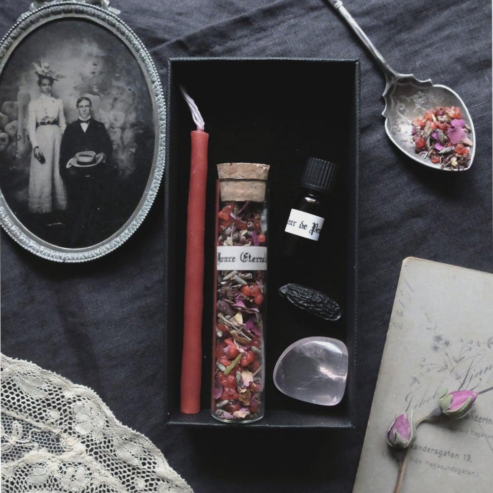 Image of FIN'AMOR. LOVE THEMED BOX ↟ Organic handmade incense, candle, tonka bean, garnet, rose quartz