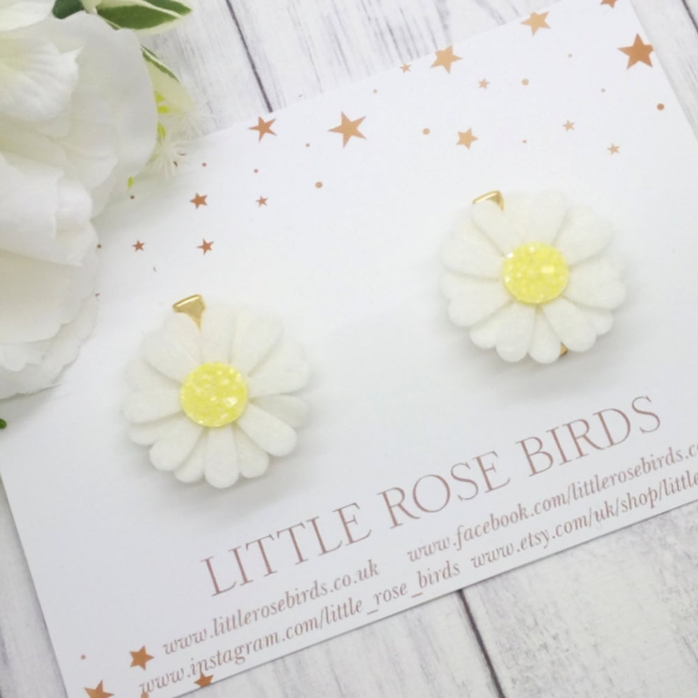 Image of White/Yellow Daisy Pigtail Clips