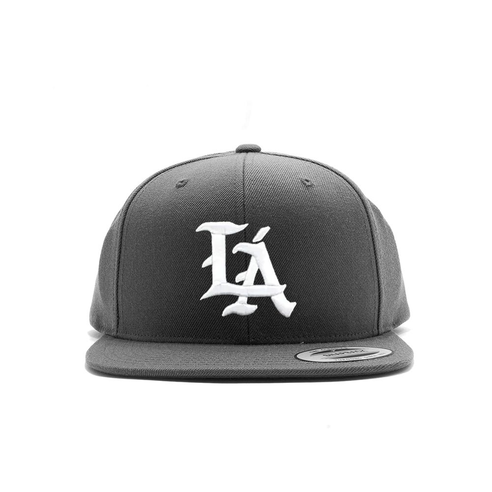 "Image of Black ""LÁ"" Snap Back"