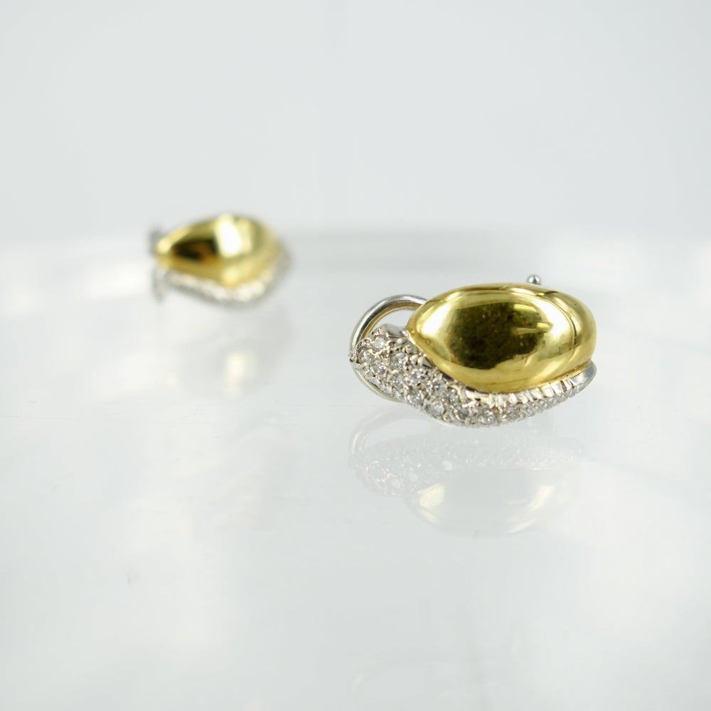Image of INT8785 - 18ct yellow gold and diamond stud earrings