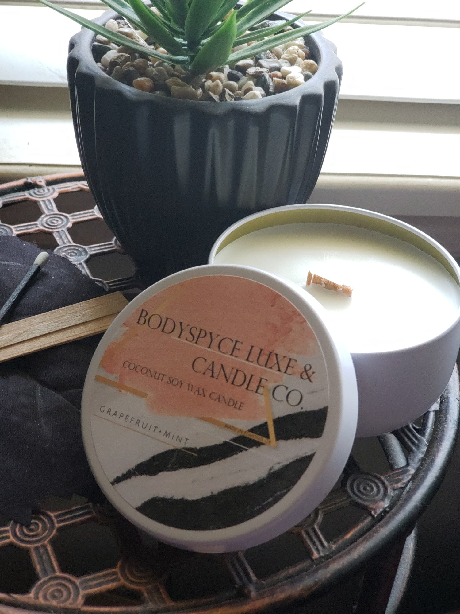 Image of GRAPEFRUIT + MINT + COCONUT SOY WAX + CANDLE