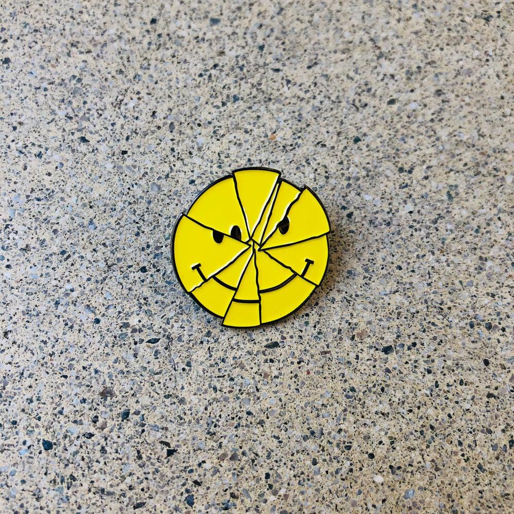 Image of Rubbish Rubbish 109b Cracked Smile Pin