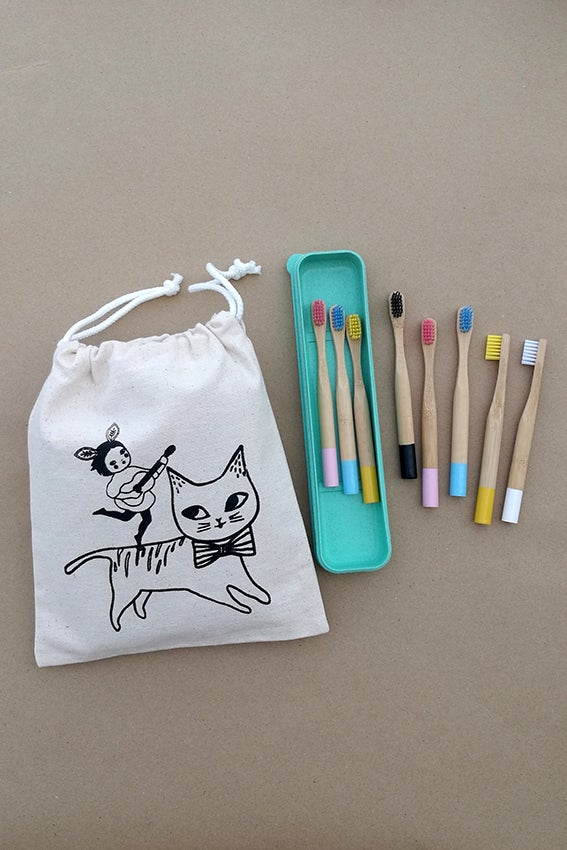 Image of Set of 8 Toothbrushes (Kids) & Cotton Bag & Wheat box