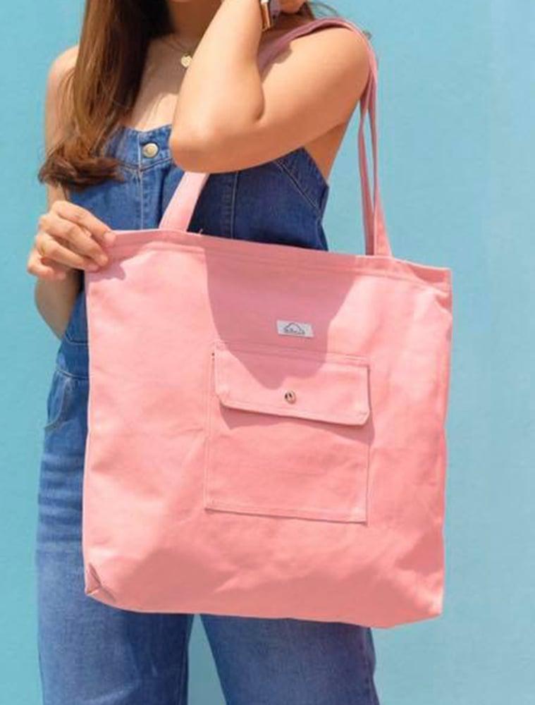 Image of Bolsa rosa con bolsillo exterior y cremallera