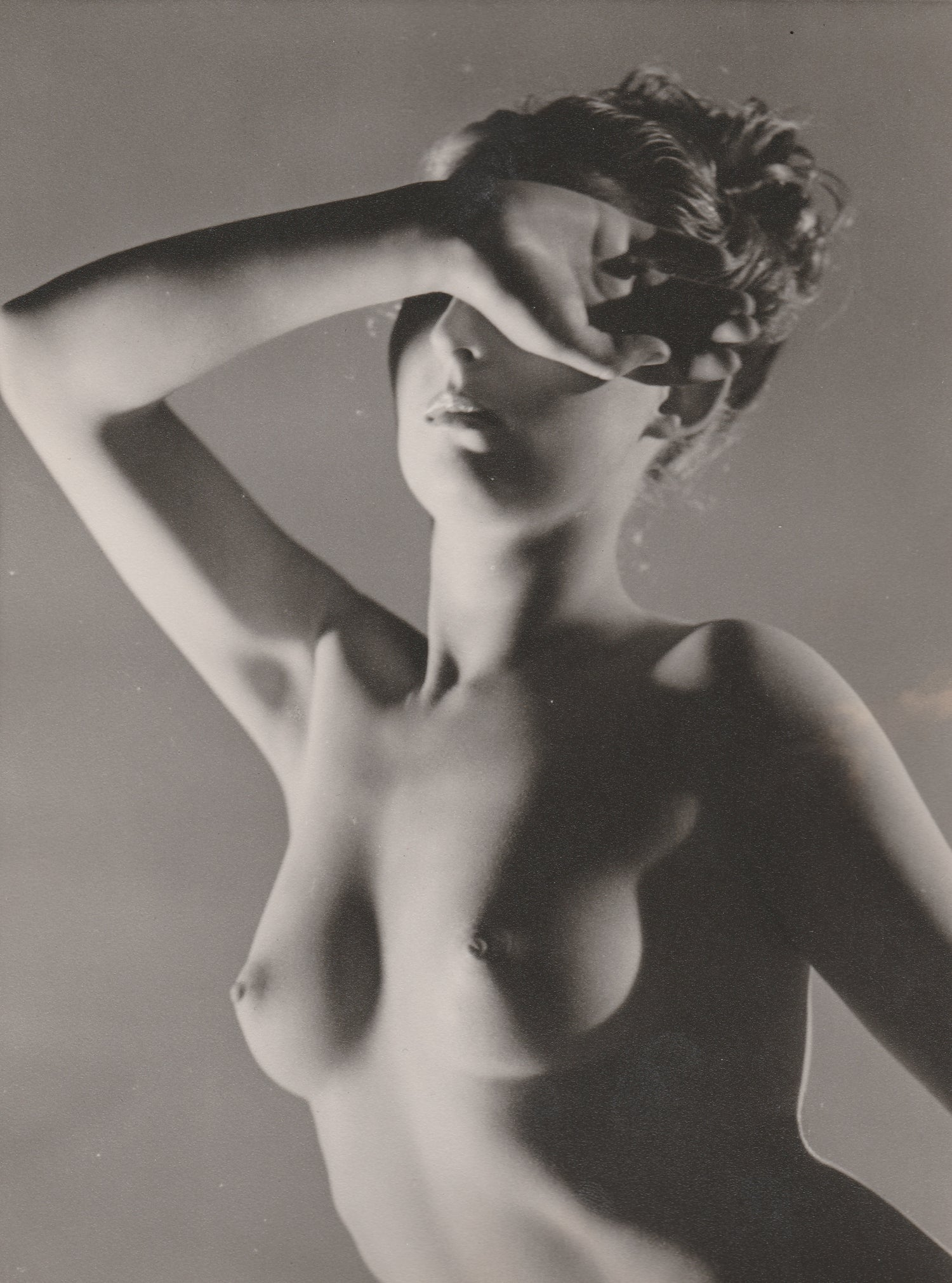 Image of Everard: woman posing like Phryné, UK ca. 1938
