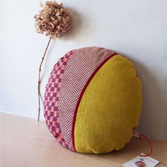 Image of Coussin Rond Lin et Scarabées