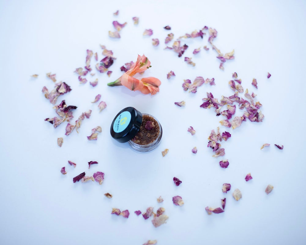 Image of EDIBLE VANILLA ROSE Lip Scruba