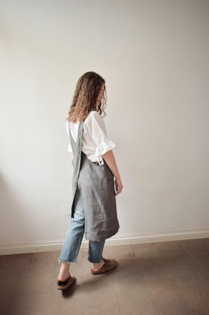 Image of Linen Cross-Back Apron