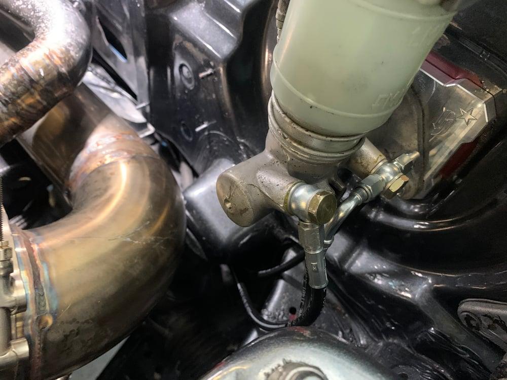 Image of EG 4 wheel brake tuck