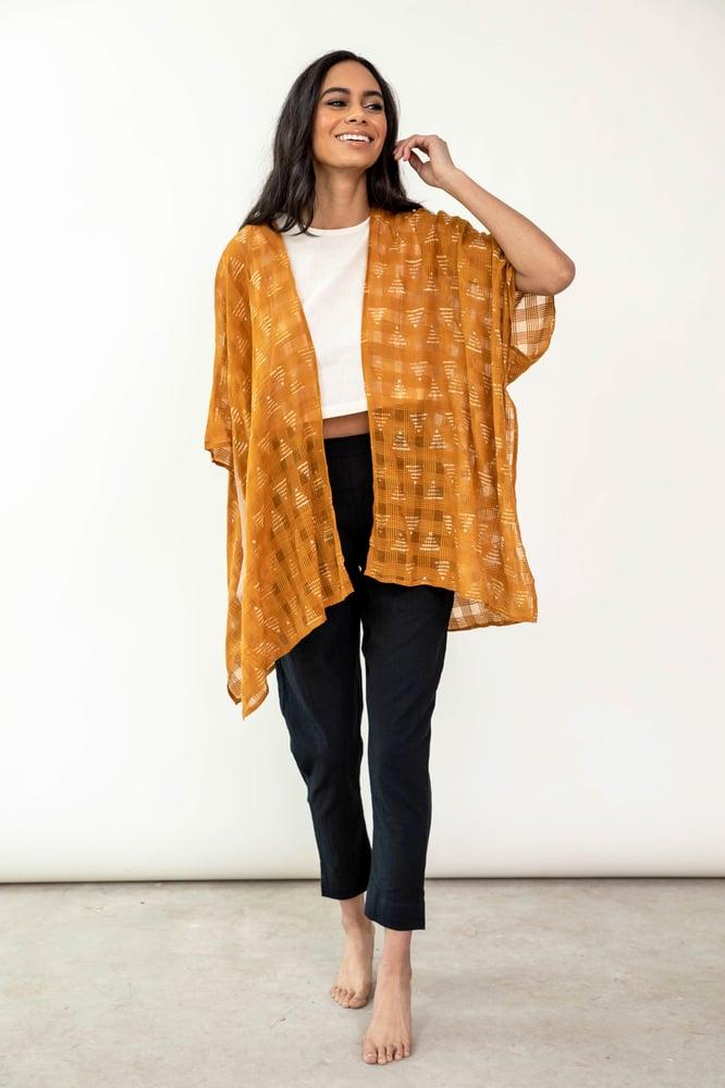 Image of Maelu Short Kimono - Pyramid Print