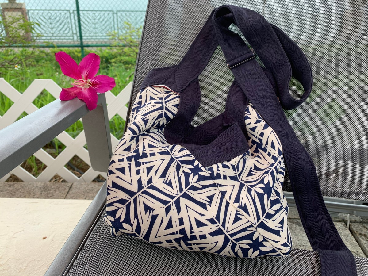 Image of Yvonne bag in the blue mood