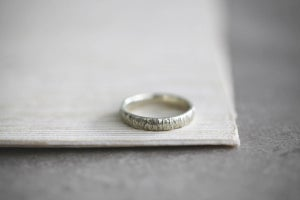 Image of 9ct white gold , 4mm horn texture ring