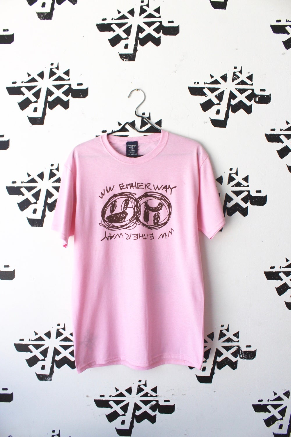 win either way tee in pink