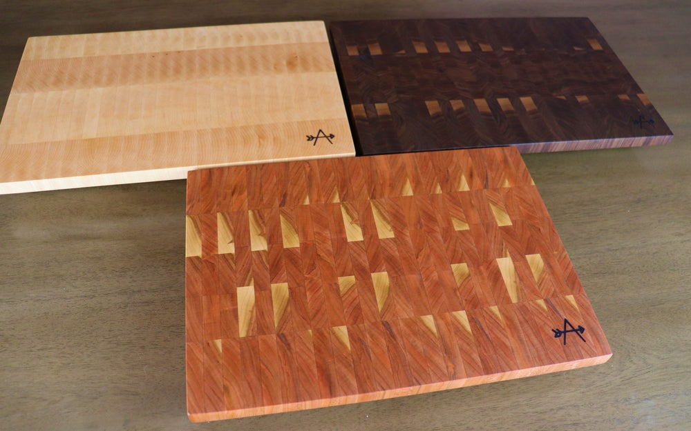 Image of SOLID COLOR END-GRAIN CUTTING BOARD