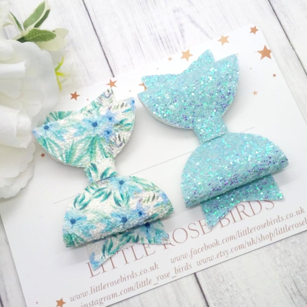 Image of Blue Hawaiian Glitter Bow Set