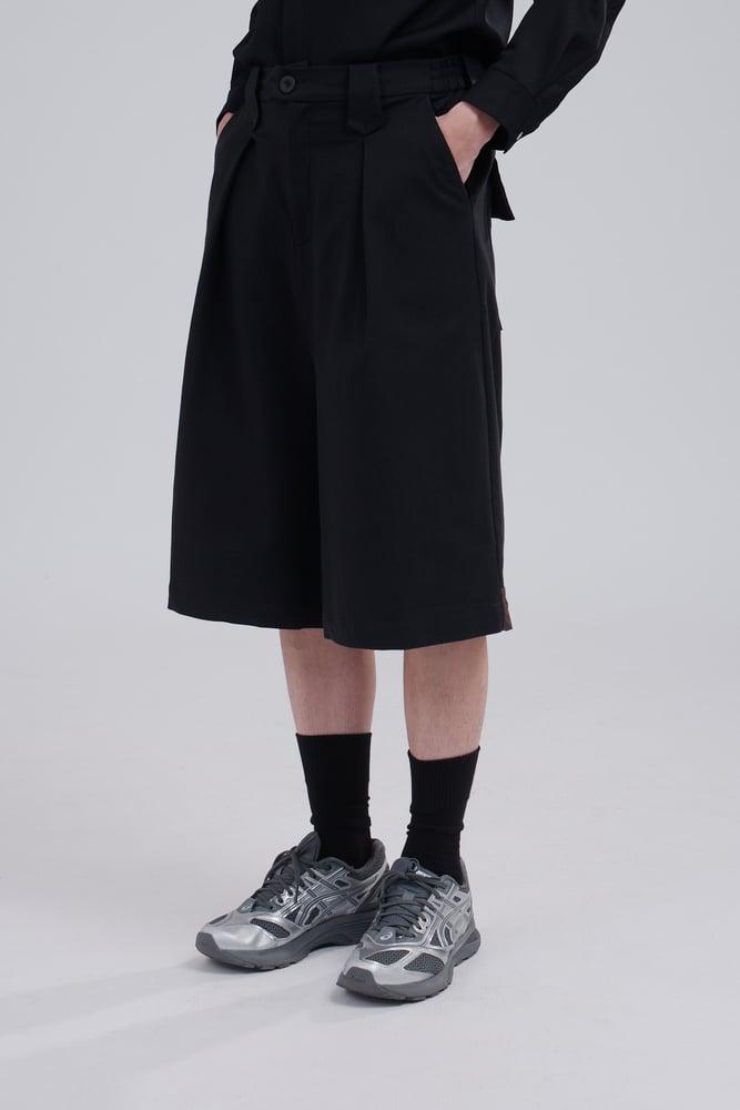 Image of TRAN - 後低檔口袋寬短褲 (黑啡)