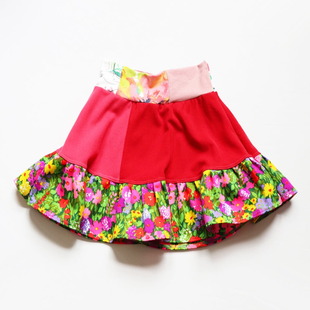 Image of red and pink 12/14 floral multi happy colorful vintage fabric flouncy skirt courtneycourtney