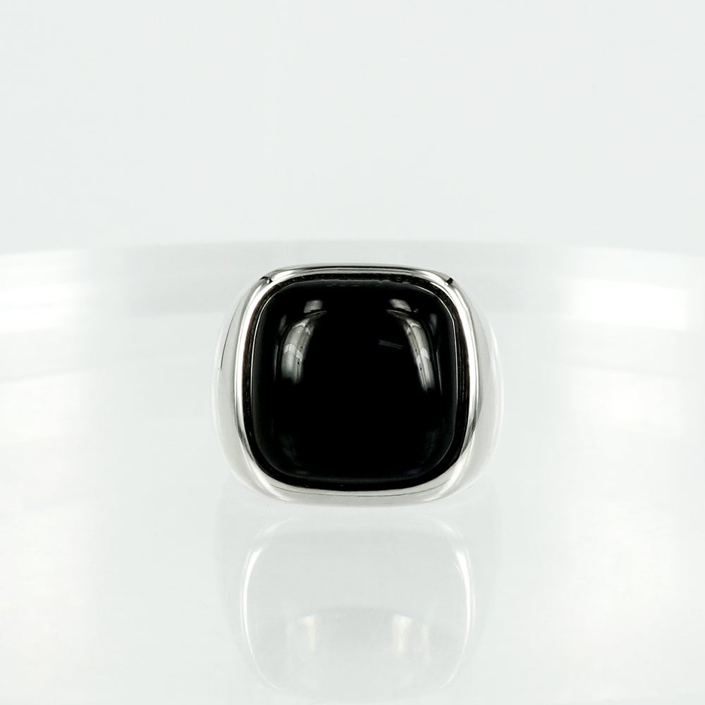 Image of M2132 - 14ct white gold onyx dress ring