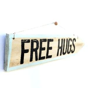 Image of Cartel flecha FREE HUGS