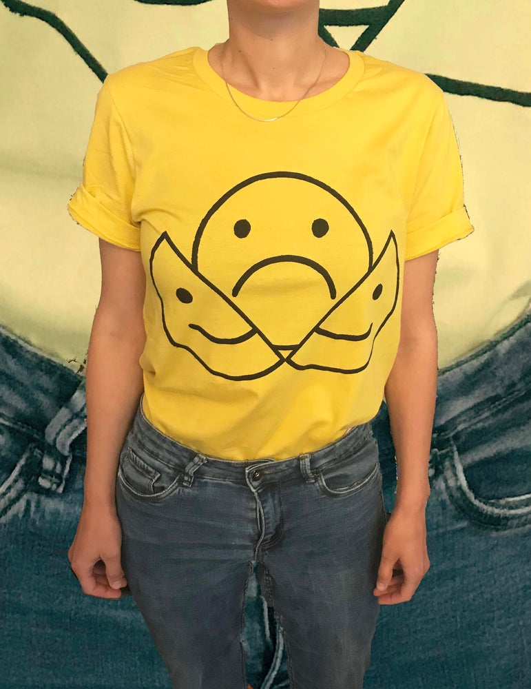 Image of CRACKED SMILEY© ORIGINAL YELLOW T-SHIRT