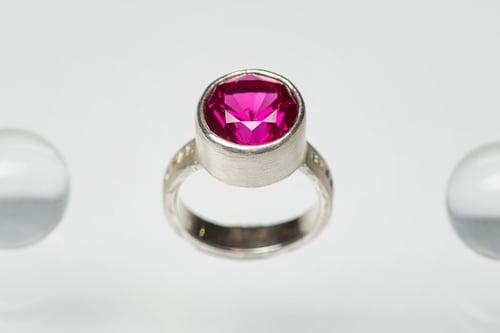 "Image of ""Sun loving"" silver ring with corundum · APRICUS ·"