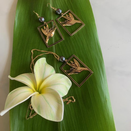 Image of Bird of Paradise Pearl Earring Necklace Set