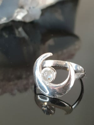 Image of LABRADORITE CRESCENT MOON Sterling Silver Ring